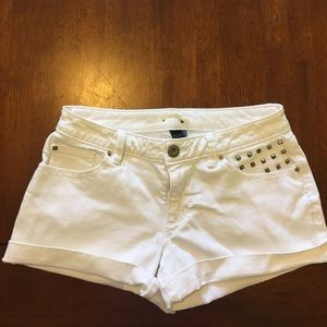 White denim Apt. 9 jean shorts